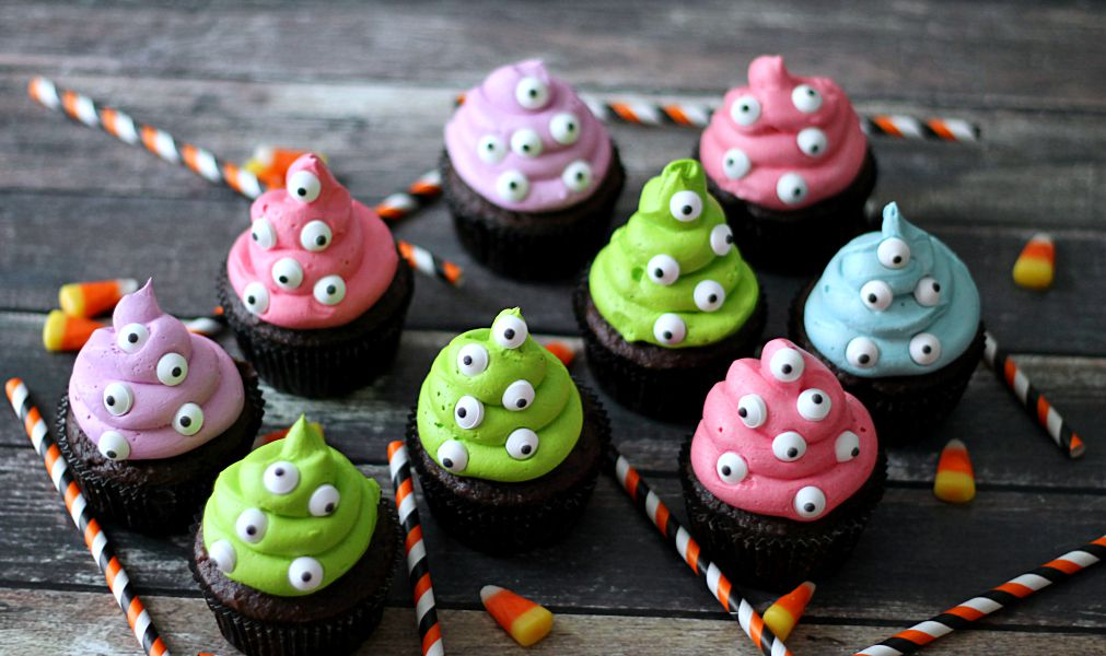 So easy they're scary Monster Cupcakes!