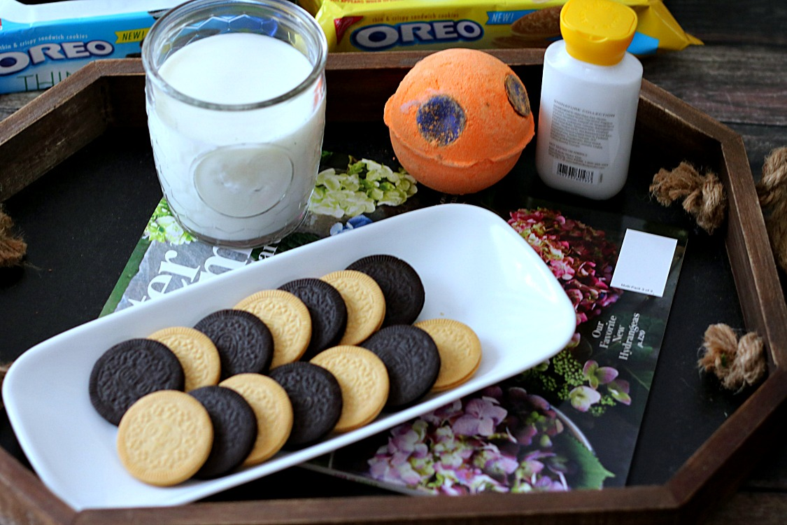 Bath time with Oreo Thins